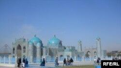 نمای از روضه شریف در مزار شریف