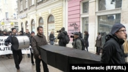 FOTOGALERIJA - Performans: Sahrana ljudskih prava u BiH