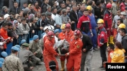 Turkey -- Rescuers carry a miner who sustained injuries after a mine explosion, to an ambulance in Soma, a district in Turkey's western province of Manisa May 14, 2014.