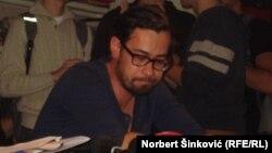 Sajmon Vilson u obraćanju novinarima, 2. oktobar 2013.