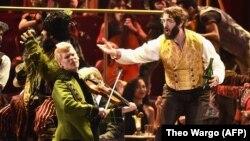 """Спектакль """"Наташа, Пьер и великая комета 1812 года"""" на сцене театральной премии """"Тони"""""""