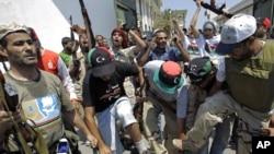 Либия гыйсьянчылары Триполида
