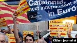 Pamje nga një tubim për pavarësi të Katalonjës në qytetin Barcelona