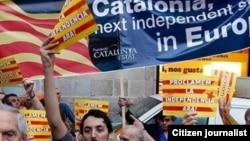 Barselonada Kataloniyanın azad olmasını tələb edən insanlar