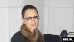 В книге Ирина Хакамада решила поделиться опытом с молодыми людьми, в первую очередь девушками, которые хотят заниматься политикой