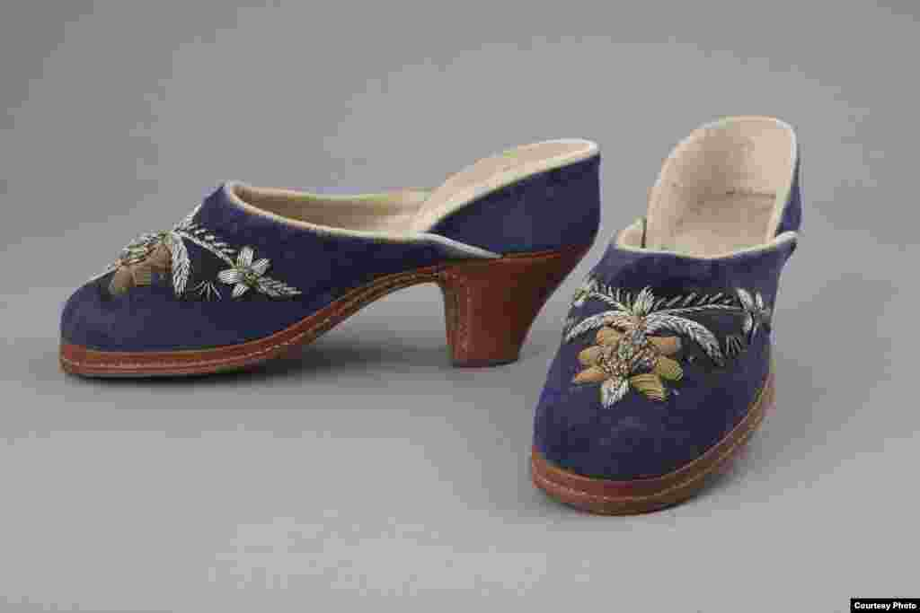 Embroidered suede women's shoes