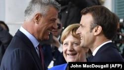 Președiintele kosovar Hashim Thaci cu președintele francez Emmanuel Macron și cancelara Angela Merkel, Berlin, 29 aprilie 2019