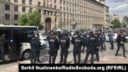 Поліція працює під час карантину: не пускає автоколону представників малого бізнесу до Кабміну. Київ, 6 травня 2020 року