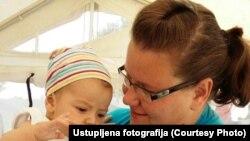 Antonija Spajić sa jednom od beba