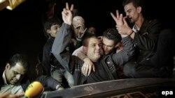 Գազայի հատվածում ողջունում են ազատ արձակված պաղեստինցուն (կենտրոնում), 30-ը հոկտեմբերի, 2013թ․