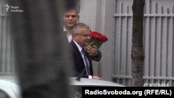 А ось і перші гості свята. Керівник «Укроборонпрому» Роман Романов