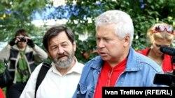 Виктор Савелов (справа), отец одного из подсудимых