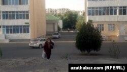 1990-njy ýyllarda Türkmenistanda 100 müňden gowrak gazak ýaşaýardy. 2008-nji ýylda Gazagystanyň Daşary işler ministrligi Türkmenistanda takmynan 20 müň gazagyň ýaşaýandygyny habar berdi.