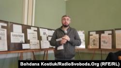 Історик Вахтанг Кіпіані представляє раритетні видання мовами корінних народів Росії. Київ, 15 квітня 2019 року