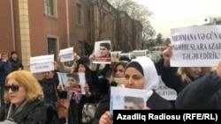 Акция в поддержку Мехмана Гусейнова в Баку