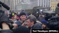 Борис Немцов на московском митинге 10 декабря