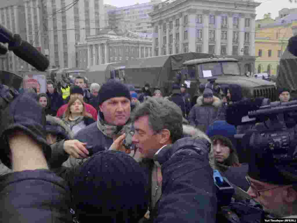 Москва, Борис Немцов на Площади Революции, 10 декабря