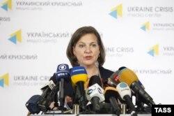 Victoria Nuland la o conferință de presă la Kiev