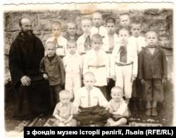 Сироты в Унивском монастыре, среди которых и еврейские дети