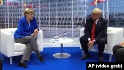 Njemačka kancelarka Angela Merkel i američki predsjednik Donald Tramp susreli su se na marginama samita NATO-a