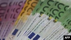ИҲТТ еврозона иқтисоди жорий йилда атиги 0,8 фоиз, 2015 йилда эса 1,1 фоизга ўсишини башорат қилмоқда.
