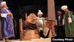 Кыргыз драма театрындагы спектаклден бир көрүнүш
