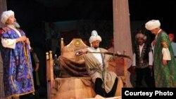 """Жаңыланган театр көшөгөсүн """"Курманжан датка"""" спектакли менен ачты, 18-октябрь."""