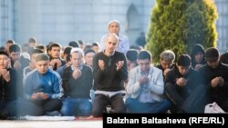 Gazagystanyň metjidinde baýram namazy