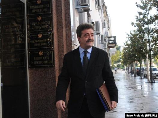 Bivši predsjednik Crne Gore Momir Bulatović na ulazu u podgorički sud, 27 septembar 2010.