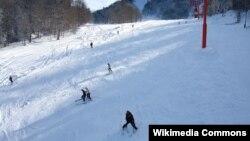 На горнолыжном курорте в Бакуриани гразинские спортсмены готовятся к стартам в Сочи