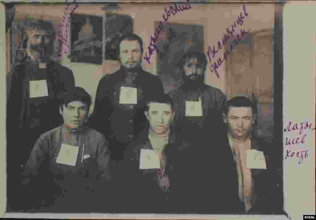 Заарештовані селяни. Луганщина, початок 1930-х років. - Голодомор, голод, 1933