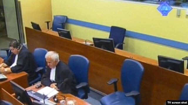 Prazno mesto na kojem ianče sedi optuženik Ratko Mladić