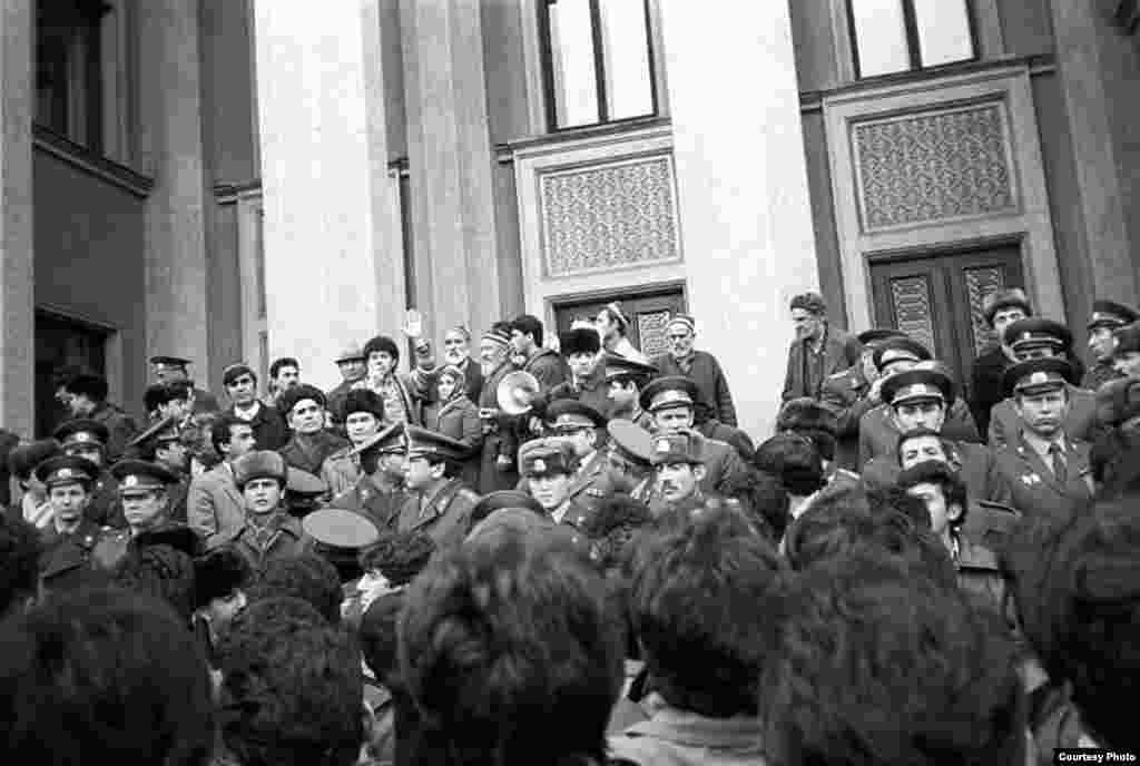 Рӯзи аввали гирдиҳамоӣ, 11 феврали соли 1990