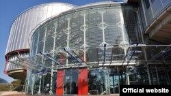 Intrarea în principala clădire de la Strasbourg