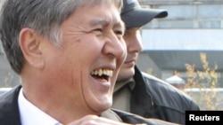 Қырғызстанның жаңа президенті Алмазбек Атамбаев. Бішкек, 31 қазан 2011 жыл.