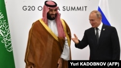 Will Russian President Vladimir Putin (right) blink before Saudi Crown Prince Muhammad bin Salman?