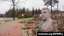 Бюст Сталіна ў комплексе «Лінія Сталіна», архіўнае фота