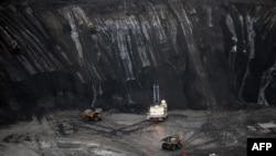 Месторождения нефтяных песков в Канаде, как предполагается, содержат вторые по объемам запасы нефти в мире - после Саудовской Аравии
