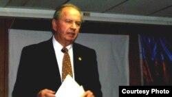Kanadalı nazir Monte Kvinter Xocalı faciəsi ilə bağlı tədbirdə. 25 fevral 2007
