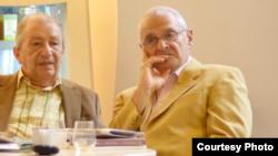 """Paul Cornea și Ion Vianu la o dezbatere organizată de """"Observatorul cultural"""" la București"""