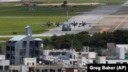 در این تصویر از سال ۲۰۱۱ بخشی از پایگاه فوتنما، پایگاه تفنگداران دریایی آمریکا در اوکیناوا، دیده میشود