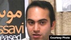 محکومیت محمد هاشمی در ارتباط با تحصن اعضای شورای مرکزی دفتر تحکیم وحدت در ۱۸ تیر ۸۶ است.