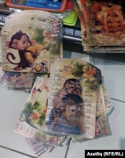 """Бәхетле"" кибетендә маймыллы сувенирлар"