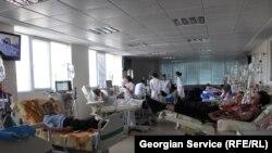 Процедура диализа в университетской клинике, Тбилиси, 4 августа 2011