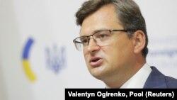 При цьому міністр закордонних справ Дмитро Кулеба під час онлайн-брифінгу повідомив, що громадяни України нині можуть подорожувати до 45 країн, які є «відкритими і відносно відкритими для України»