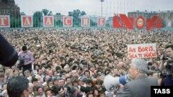Ельцын на мітынгу ў 1991 годзе