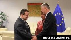 Івица Дачич, Катрін Аштон, Хашим Тачі (л -> п) після першого дня переговорів у Брюсселі, 21 травня 2013 року