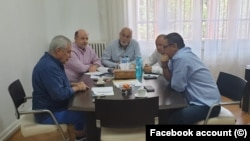 Călin Popescu Tăriceanu, fără șosete, negociază cu Victor Ponta o alianță.