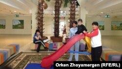 Республикалық балаларды оңалту орталығының пациенттері. Астана, 13 қыркүйек 2013.