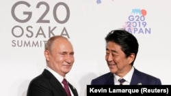 Russian President Vladimir Putin (left) and Japanese Prime Minister Shinzo Abe met in Osaka after the conclusion of the G20 summit.